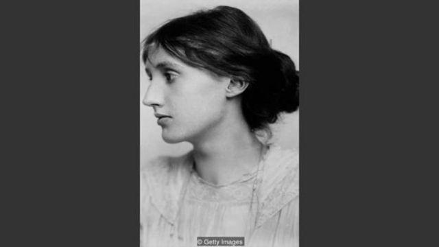 """Virginia Woolf đã viết: """"Bà ấy không muốn di chuyển hay nói chuyện. Bà ấy muốn nghỉ ngơi, muốn ngả người, muốn mơ màng, bà ấy cảm thấy rất mệt mỏi"""""""