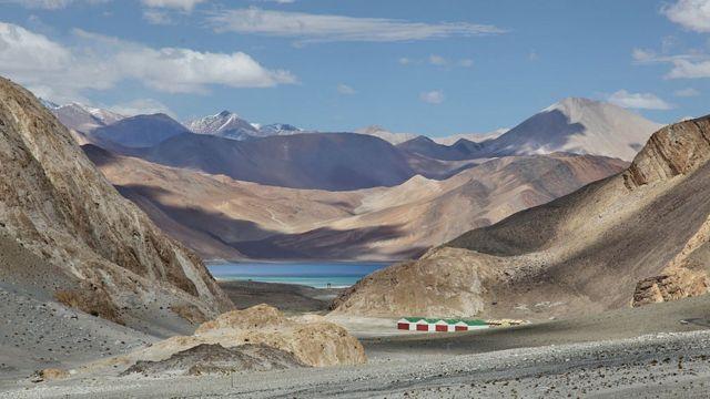 Imagen de un lago en Ladakh.