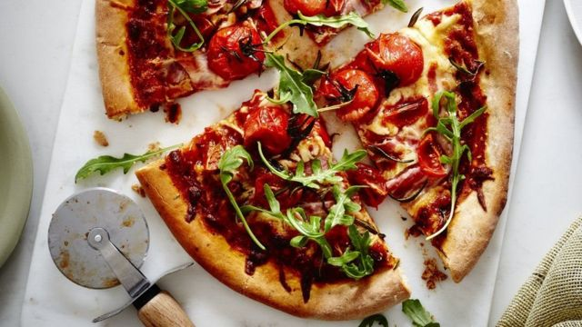 پیزا خوړو کې هم د حشرو ورګډول په دودېدو دي