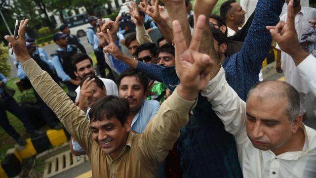 معارضون باكستانيون