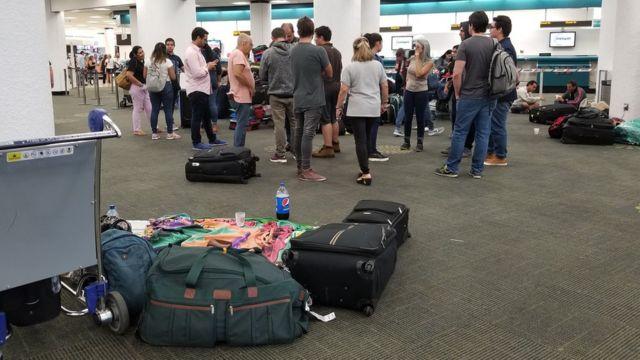 Venezolanos varados en el aeropuerto de Miami