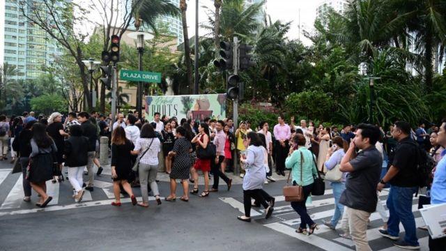 People evacuate a building in Manila