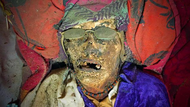 Restos de un anciano en la comunidad toraja