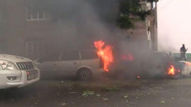 مبنى محترق في ستيفاناكرات