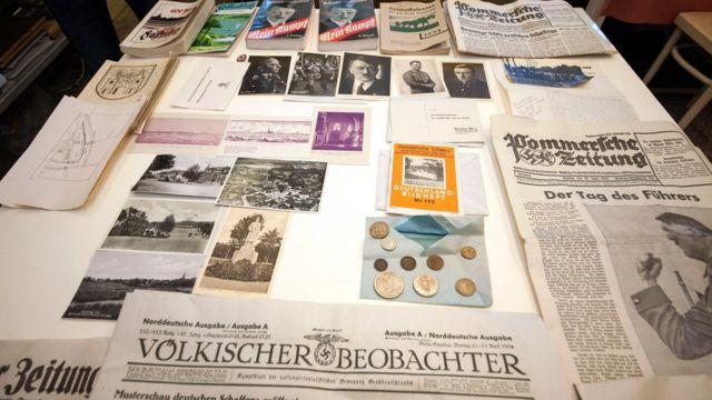 Documentos encontrados dentro da cápsula do tempo nazista
