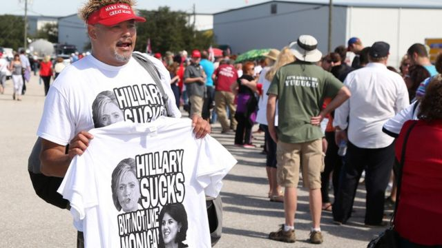 продавец маек с сексистским лозунгом в адрес Хиллари Клинтон