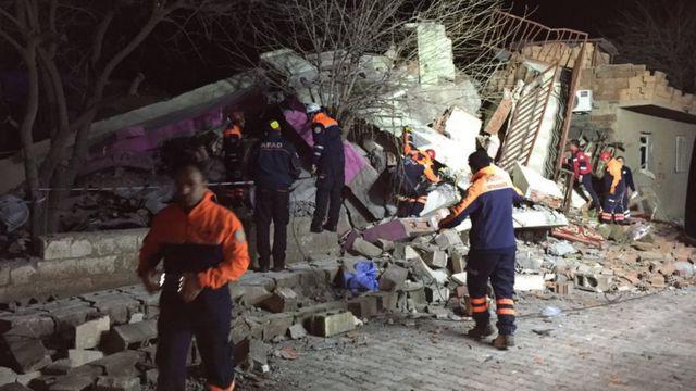 爆発で破壊されたディヤルバクル・チュナルの警察本部