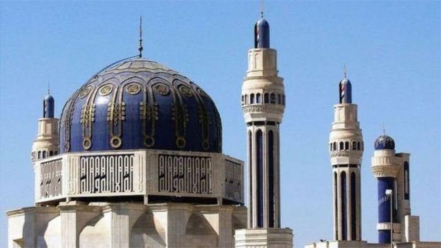 Masjidka Umm al-Qura ee Baqdaad waxaa dhisay Saddaam Xuseen