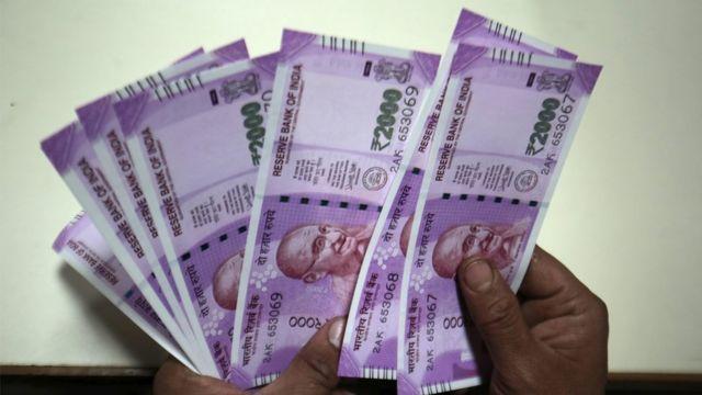 बचत खातों के लिए निकासी सीमा 24 हज़ार रुपये प्रति सप्ताह तय की गई है.