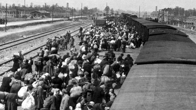 Judíos rumbo a un campo de concentración
