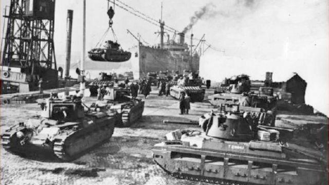 Разгрузка грузов в порту г Молотовска (сейчас Северодвинск) во время войны