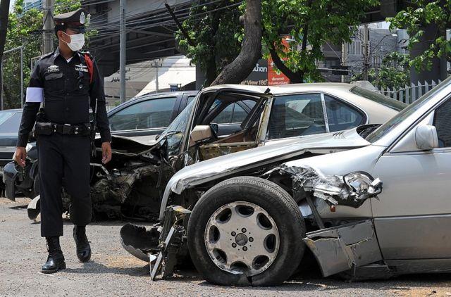 ยอดรวมอุบัติเหตุทางถนนช่วงเทศกาลสงกรานต์ของปีที่แล้ว อยู่ที่ 3,447 ครั้ง ทำให้มีผู้เสียชีวิต 442 คน และผู้บาดเจ็บ 3,656 คน โดยปีนี้ภาครัฐตั้งเป้าว่าจะทำให้ยอดรวมอุบัติเหตุ รวมถึงจำนวนผู้เสียชีวิตและผู้บาดเจ็บลดลงจากเดิมให้ได้