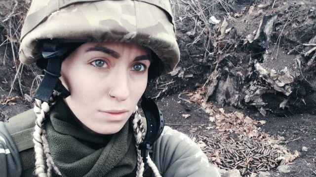 Ярина Чорногуз - парамедик, нещодавно втртила хлопця, який загинув на Донбасі від кулі снайпера