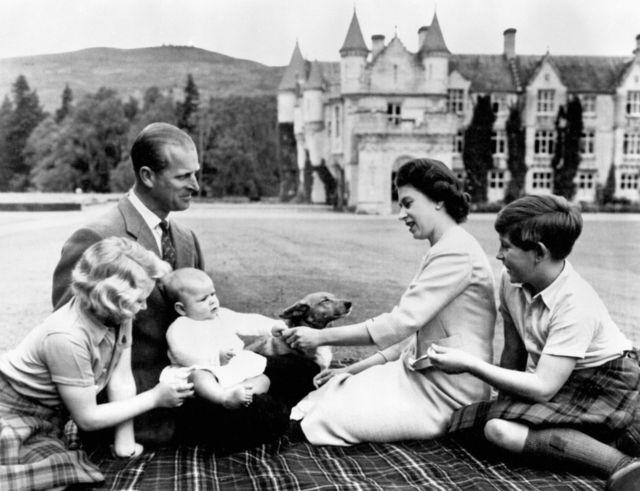 العائلة المالكة في بالمورال عام 1960