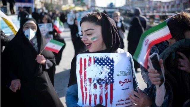 abd bayrağı taşıyan kadın