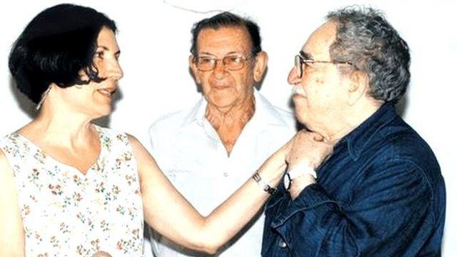 Alma Guillermo Prieto junto a Gabriel García Márquez y el periodista colombiano José Salgar.