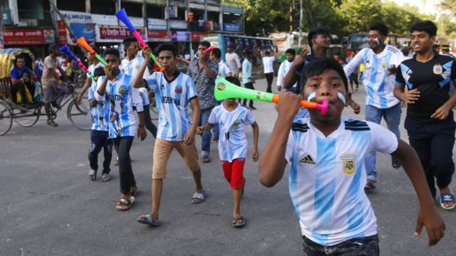 Supporters of the Argentine team in Bangladesh during the 2018 World Cup.