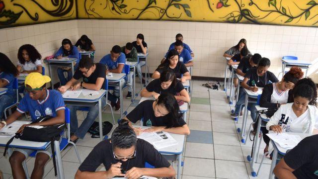 Alunos em escola na Bahia