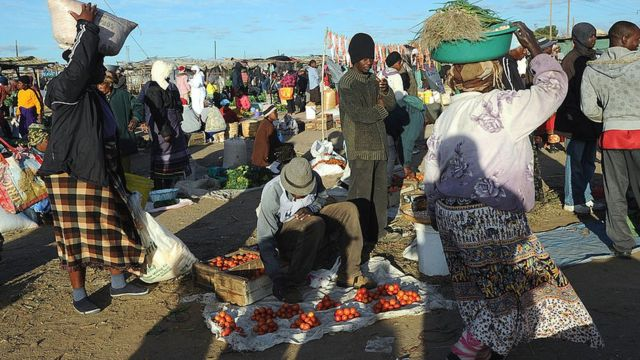 Zimbabwe market scene