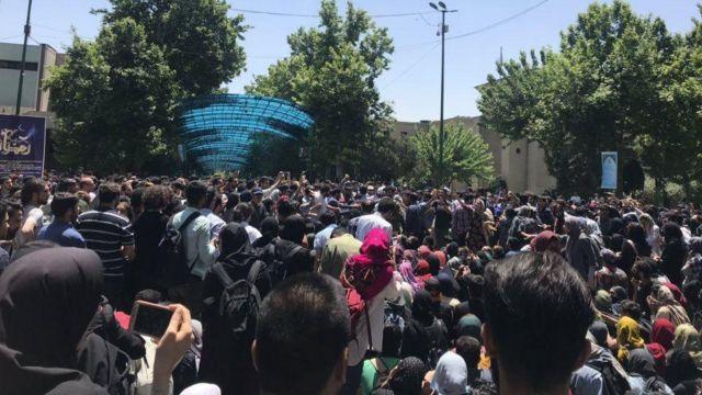 تجمع در دانشگاه تهران