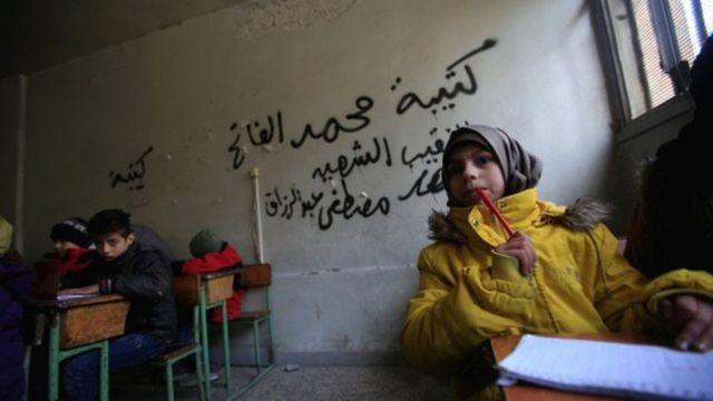 Niños en la escuela en Alepo