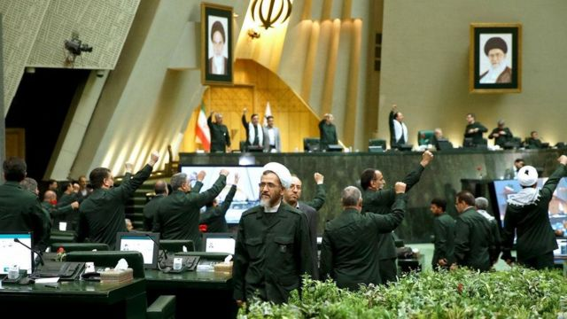 نمایندگان مجلس شورای اسلامی یک روز پس از تصمیم آمریکا درباره سپاه، با لباس فرم سپاه پاسداران انقلاب اسلامی در صحن حاضر شدند