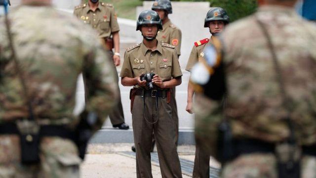 oficiais da Coreia do Norte