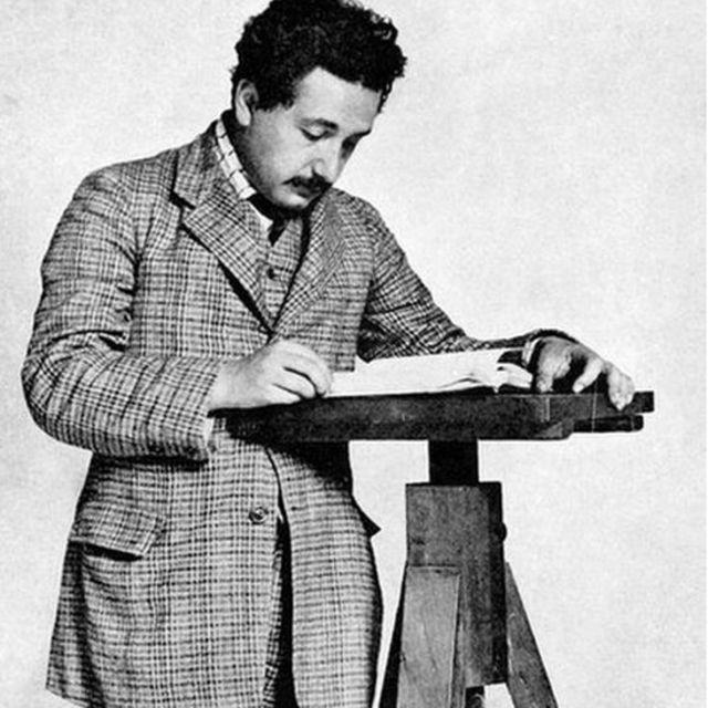 Einstein e Mileva se apaixonaram e decidiram se casar, apesar da oposição dos pais do físico
