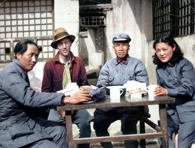 Maozedong 2: 毛澤東,美國合眾社駐天津記者厄爾利夫,朱德,女翻譯吳光偉於延安,1937年3月