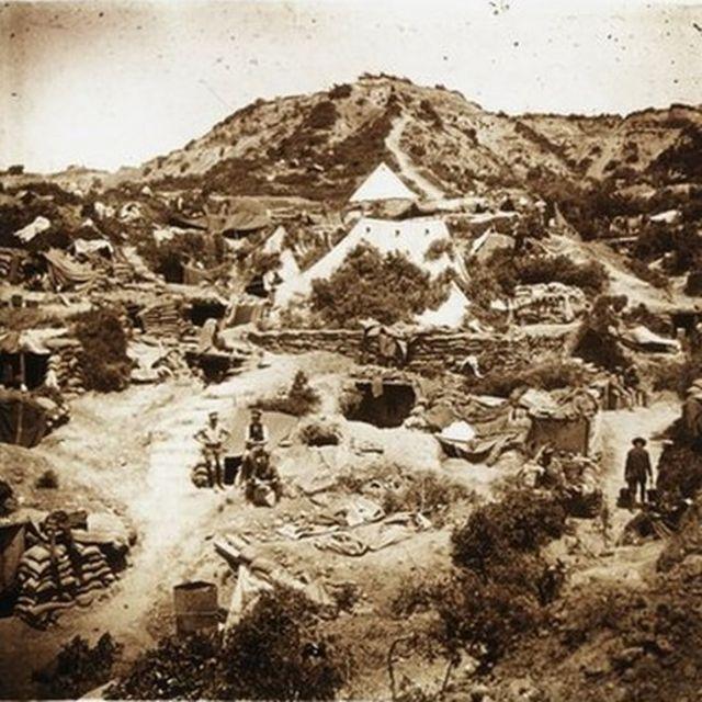 Hain Tepe'nin arkasında Anzaklara ait ordu karargahı, Mayıs 1915