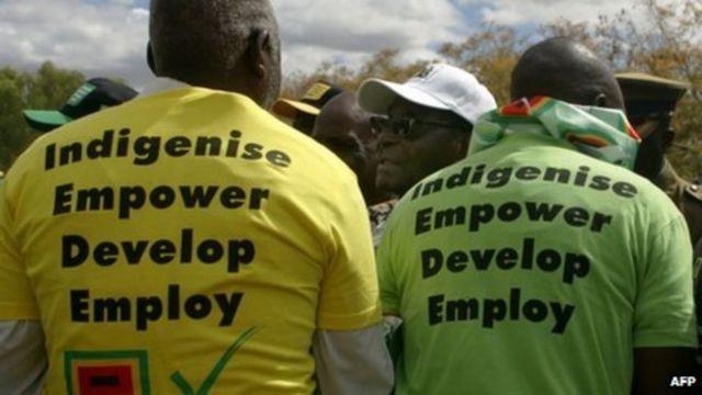 Mugabe ayaa dhiirogaliyay in lala wareego beeraha caddaanka