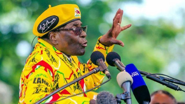 Bwana Mugabe agabisha ko agiye guhiga abo bose bipfuza kumukura bari mu mugambwe