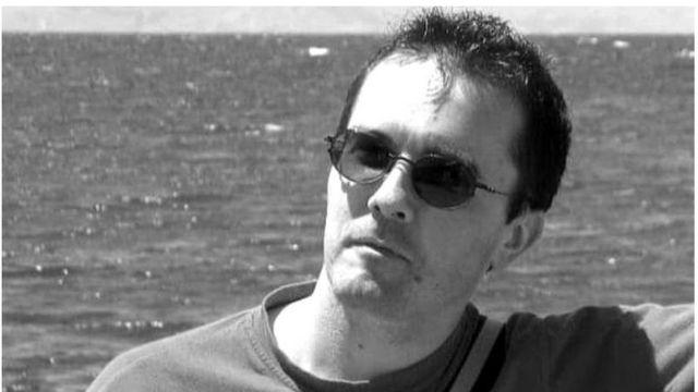 ساموئل پتی معلم ۴۷ ساله تاریخ و جغرافی درس میداد. او به تازگی کلاسی را با موضوع آزادی بیان شروع کرده بود