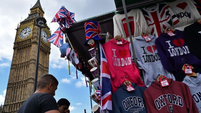 UK tourism boosted by fall in pound