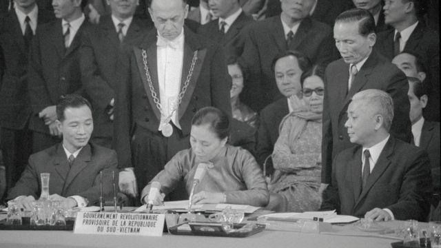 Bà Nguyễn Thị Bình, Bộ trưởng Ngoại giao của CP Cách mạng Lâm thời CH miền Nam VN ký Hiệp định Paris 1973