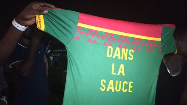 """""""Dans la sauce"""", c'est le slogan utilisé par les supporters camerounais pendant la compétition inspiré d'une chanson interprétée par Reniss, une chanteuse camerounaise"""