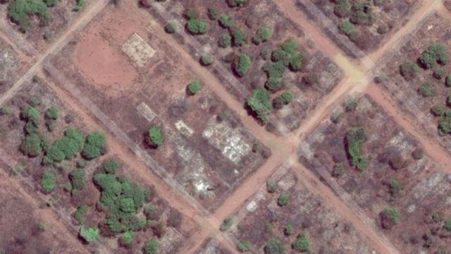 Vista aérea de ruínas na terra indígena de Marãiwatsédé