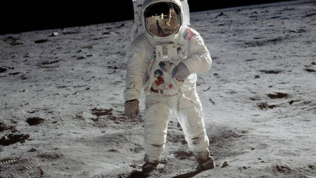 Aldrin en la superficie lunar