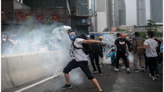 示威者大多是年轻人。