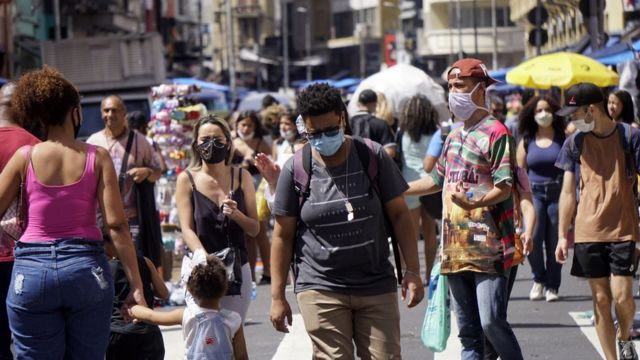 People walking in São Paulo