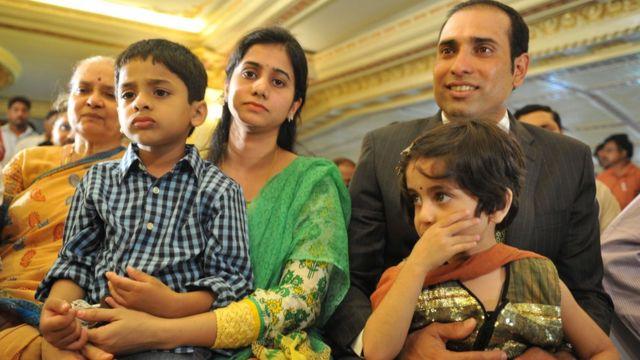 अपने परिवार के साथ वीवीएस लक्ष्मण