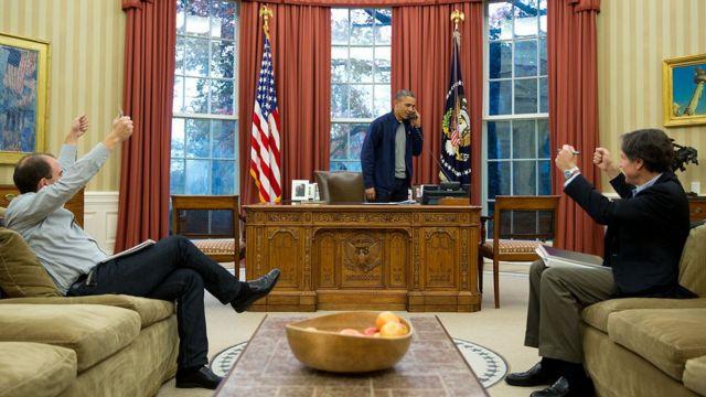 آنتونی بلینکن (نفر سمت راست، نشسته)