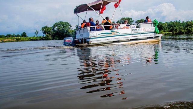 Gọvanọ Imo Steeti, Emeka Ihedioha, gara ilegharị anya n'Oguta 'Lake'