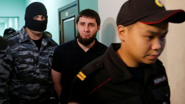 Şübhəlilərdən biri olan Zaur Dadayev Çeçenistan hərbi hissəsində zabit olub