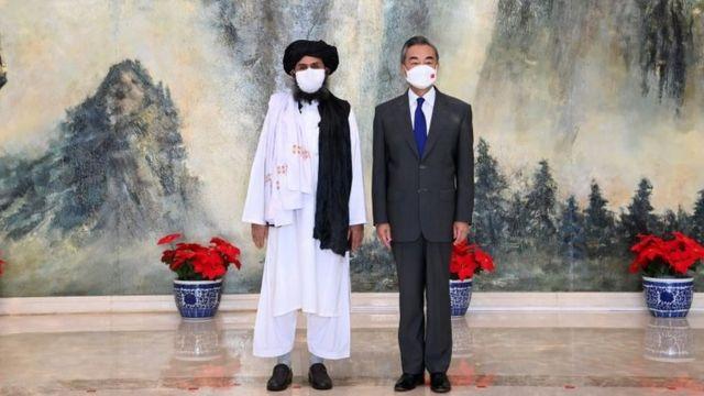 ملا غنی برادر، معاون رهبر گروه طالبان اواخر ماه ژوئیه با وزیر خارجه چین در پکن دیدار کرد