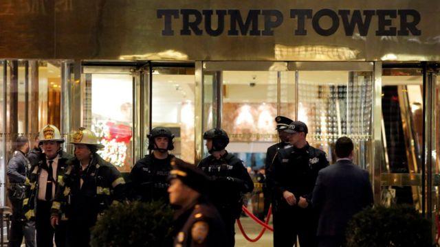 يقيم ترامب في البرج الذي يضم ايضا مكاتبه