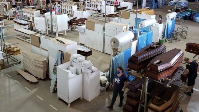 Linha de produção de caixões