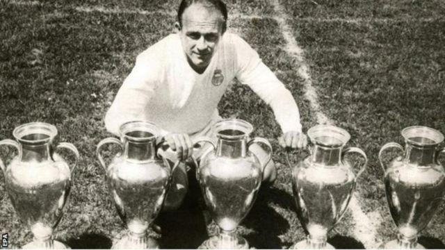 Di Stephano a conduit le Real Madrid à cinq sacres en Coupe d'Europe des clubs champions entre 1956 et 1960