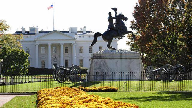 Estatua de Jackson frente a la Casa Blanca.