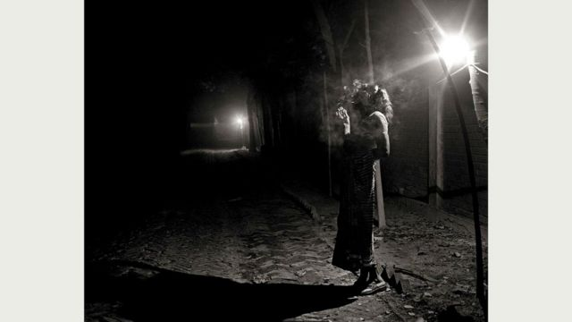 Панна (52 года) в ожидании клиента в один из зимних вечеров